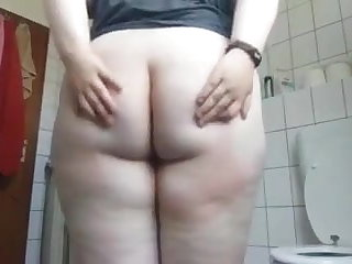 18 Teen Phat ass white girl shake Ass